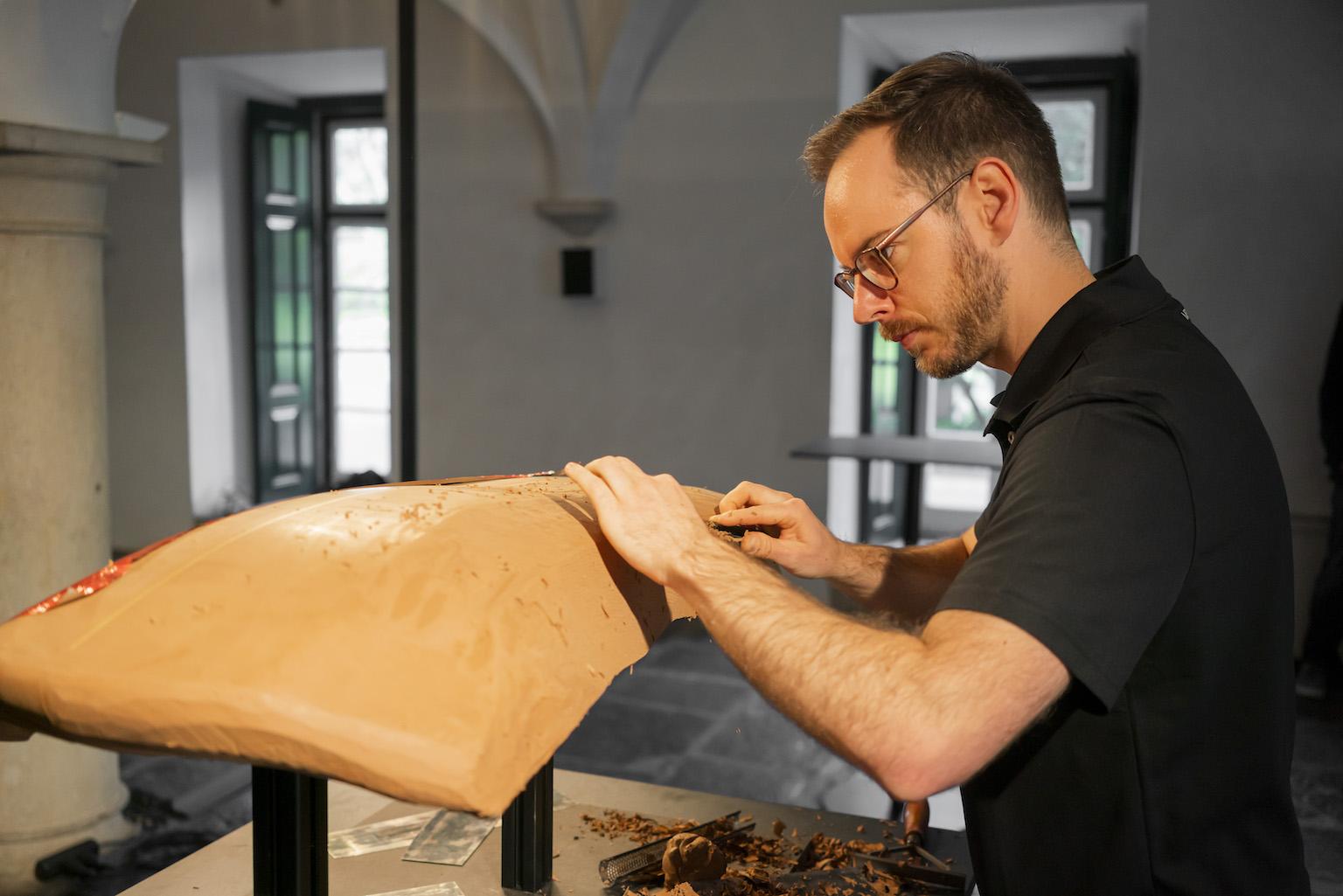 Clay modeler Johannes Collopy : soul-infusing artist